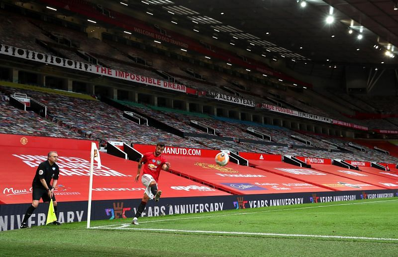 Bruno Fernandes taking a corner kick for Manchester United