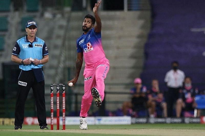 Varun Aaron bowled an expensive spell, allowing the KXIP batsmen to set a large total. [PC: iplt20.com]
