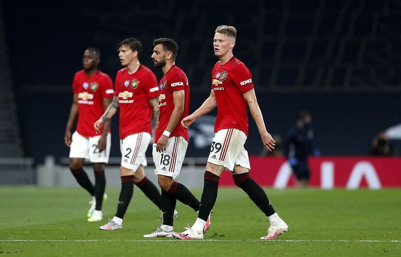 Manchester United players walk off dejected