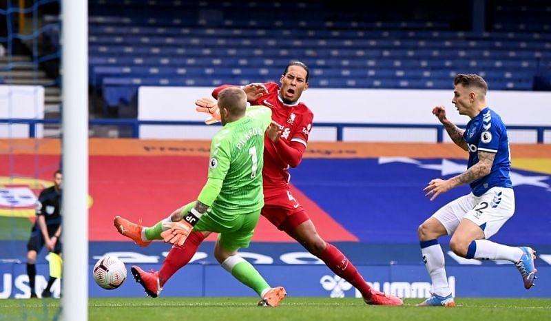 Jordan Pickford injured Van Dijk after as he lunged into him