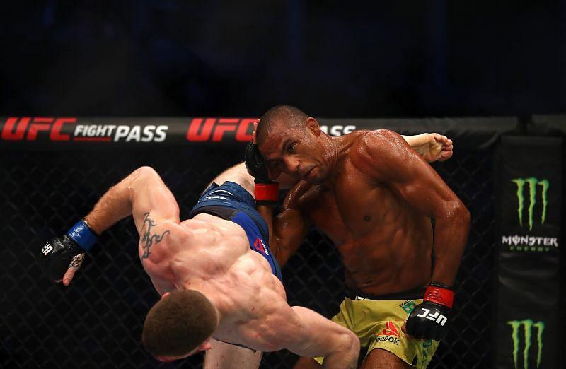Paul Felder evens the score versus Edson Barboza at UFC 242