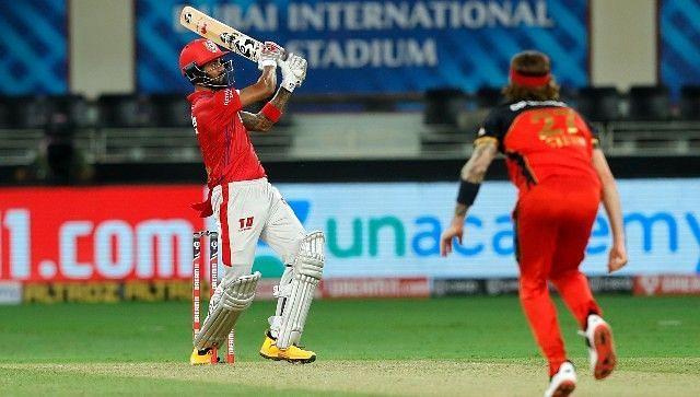 डेल स्टेन की गेंद पर शॉट खेलते हुए राहुल