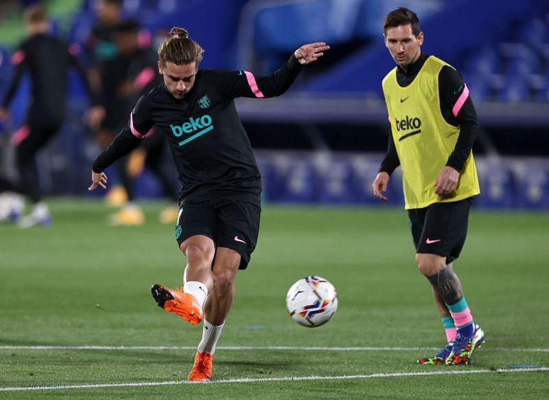 Antoine Griezmann and Lionel Messi warm up