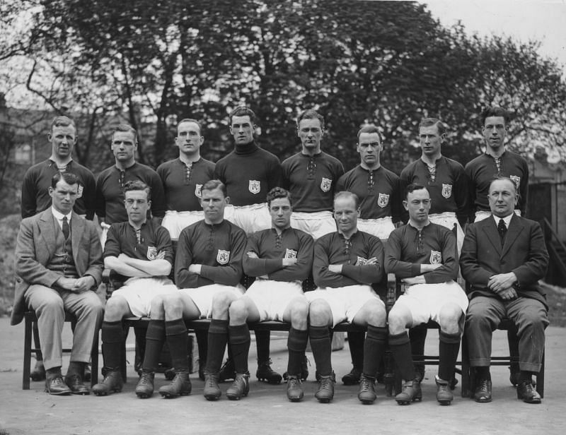 Arsenal with legendary manager Herbert Chapman (sitting, extreme right)