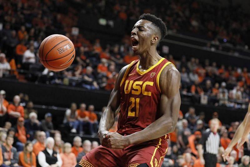 Onyeka Okungwu playing for USC