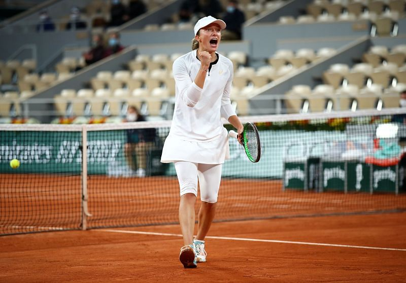 Iga Swiatek celebrates after winning match point against Simona Halep at the 2020 French Open