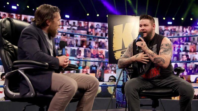 SmackDownमें केविन ओवेंस और डेनियल ब्रायन ने कई मुद्दो पर बात की और फिर टैग टीम बनाई