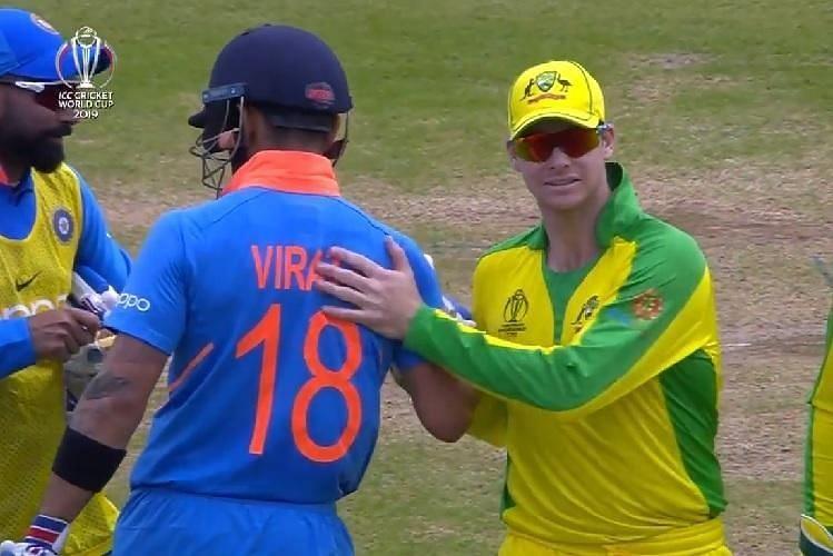 Virat Kohli and Steve Smith shaking hands