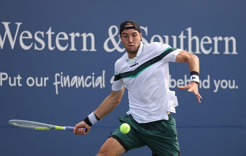 Jan Leonard Struff against Novak Djokovic at the Western & Southern Open