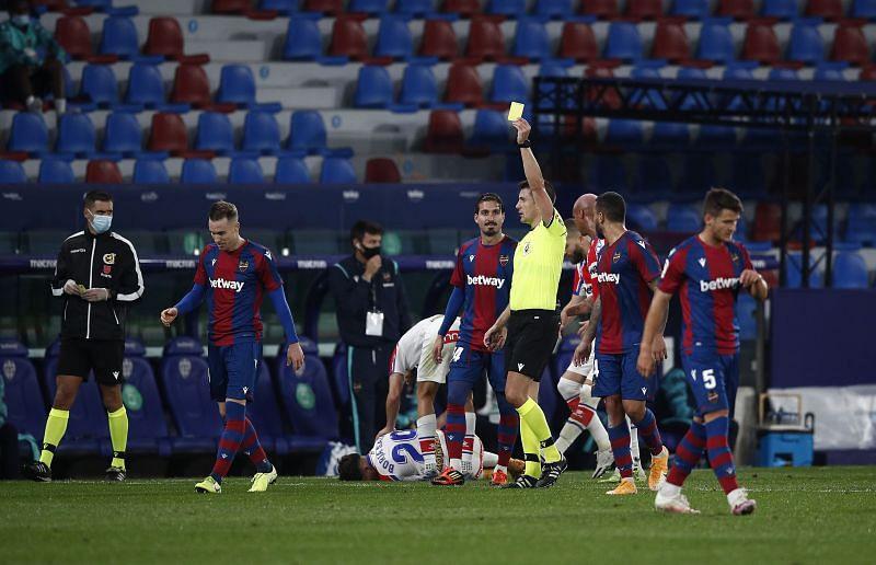 Levante UD welcome Elche in La Liga action