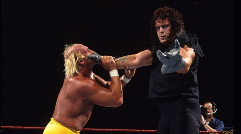 Hulk Hogan (L) and The Undertaker (R) at WWE Survivor Series 1991
