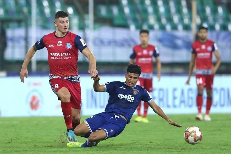 Anirudh Thapa attempting a sliding tackle (Image Courtesy: ISL)