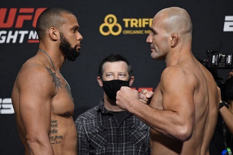 Ufc Vegas 13 Results Glover Teixeira Chokes Out Thiago Santos To Emerge As Undisputed Number One Contender At Light Heavyweight