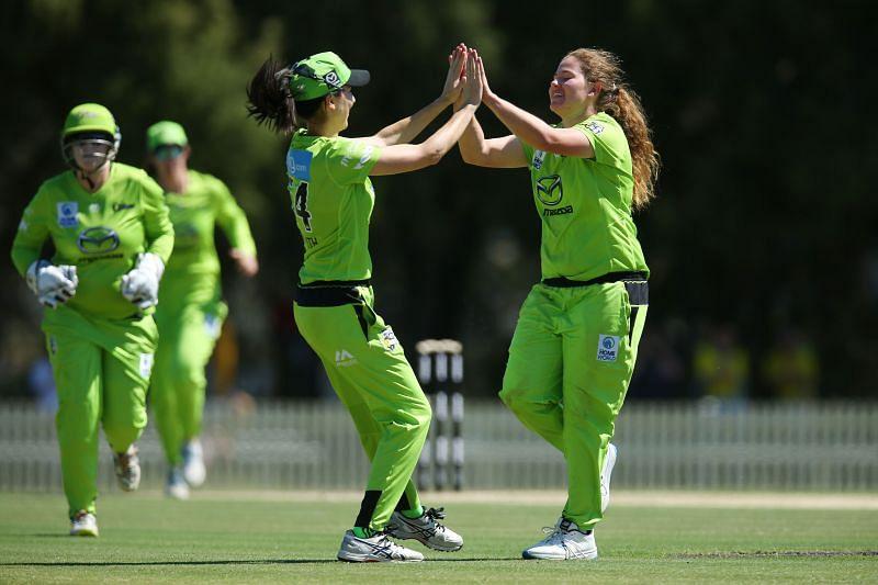 Hannah Darlington in action for Sydney Thunder