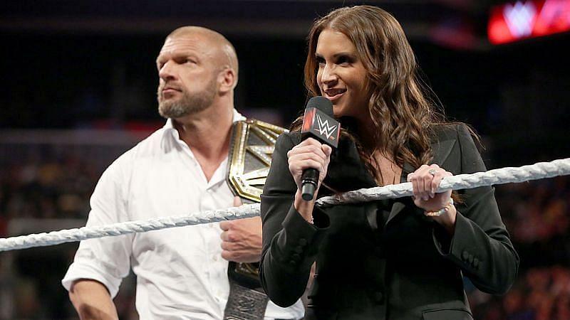 यह WWE सुपरस्टार्स अपनी पार्टनर के कारण काफी फ