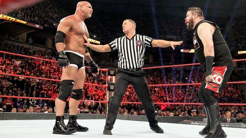 कई WWE सुपरस्टार्स ने अपने साथी रेसलर को ट्विटर पर ब्लॉक कर रखा है