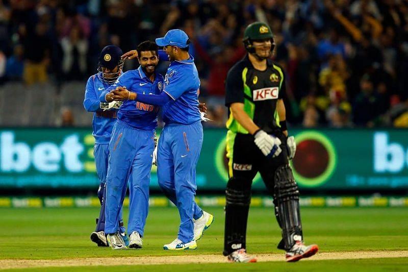 विकेट के बाद जश्न मनाते हुए भारतीय खिलाड़ी