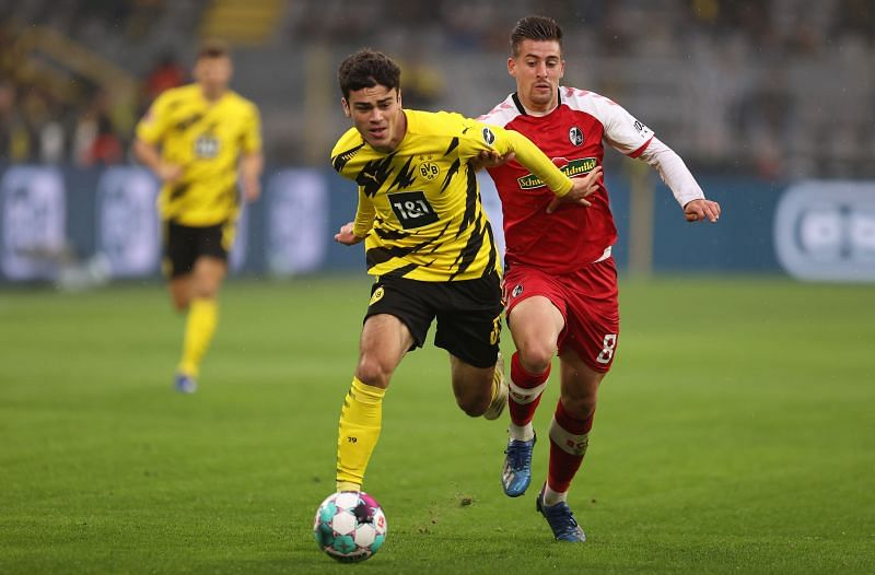 Giovanni Reyna in action for Borussia Dortmund in the Bundesliga.