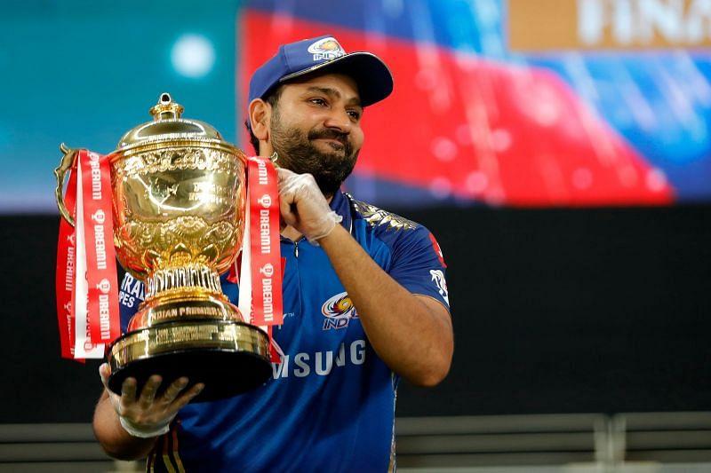 Rohit Sharma with the IPL trophy. (Courtesy: iplt20.com)