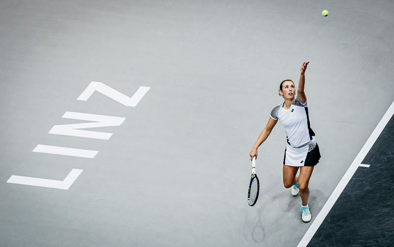 Elise Mertens serves on at the Linz Open