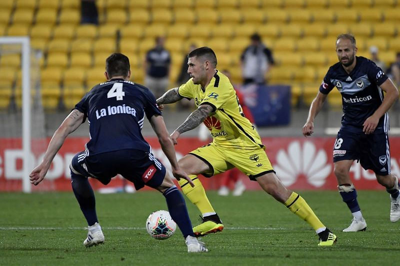Gary Hooper (in yellow)