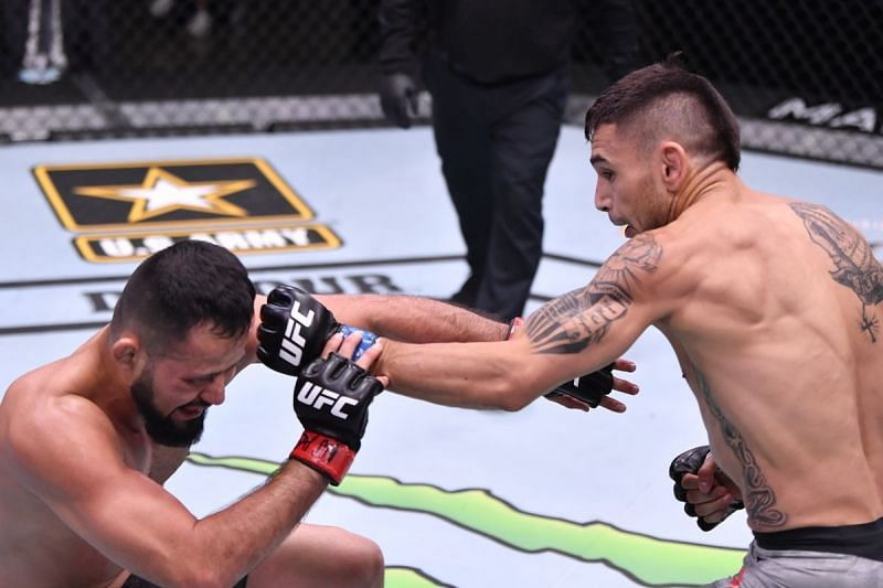 Alex Perez took out Jussier Formiga by using leg kicks in June.