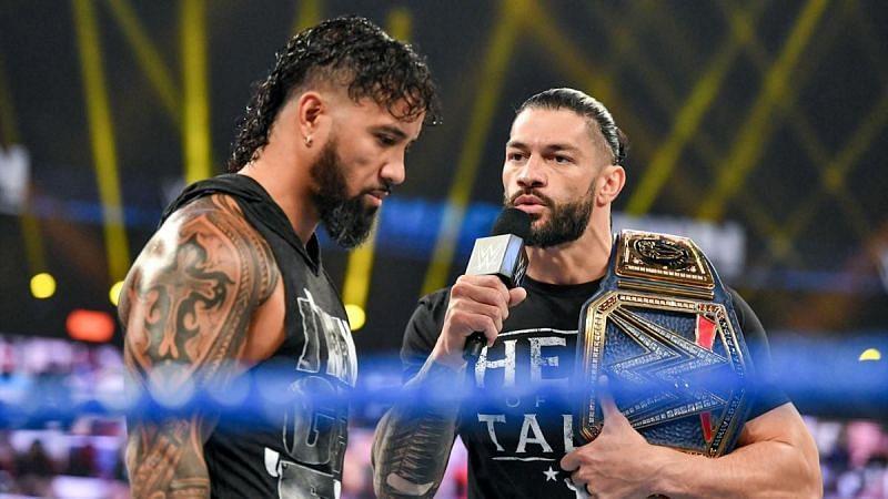 केविन ओवेंस ने इस हफ्ते SmackDown में रोमन रेंस की बेइज्जती की।