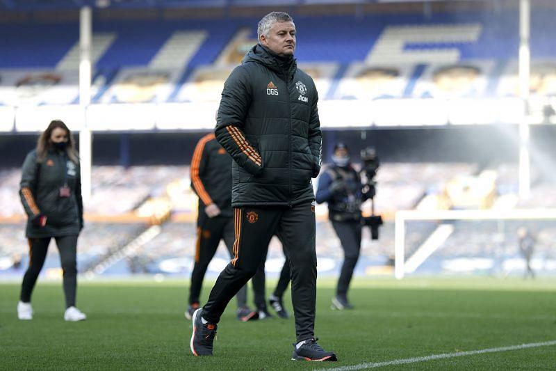 Manchester United consider management overhaul