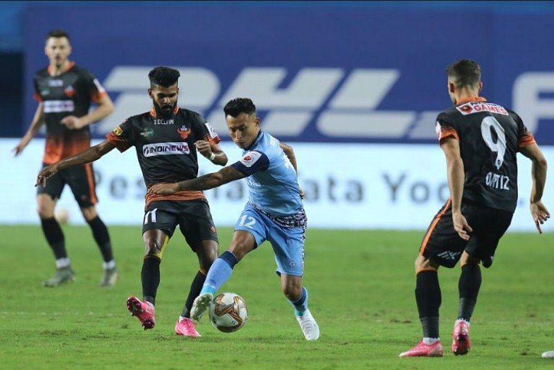 Jackichand Singh (in blue) in action for Jamshedpur FC (Courtesy - ISL)