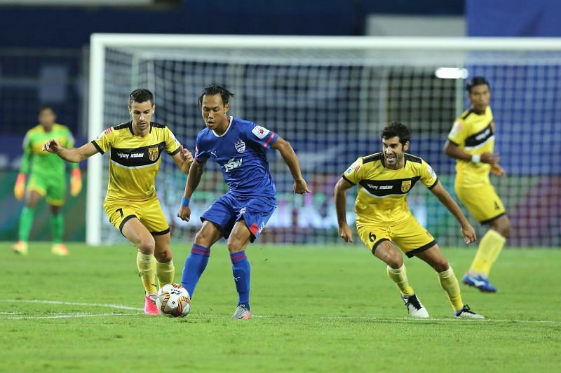 Udanta Singh (in blue) in action for Bengaluru FC this season (Image Courtesy: ISL Media)