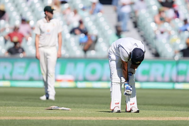 Mohammed Shami in immense pain after being struck by a Pat Cumming bouncer
