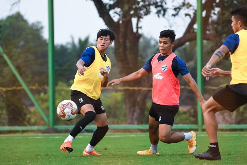 Suresh Singh Wangjam (middle) in a training session (Image courtesy:ISL)