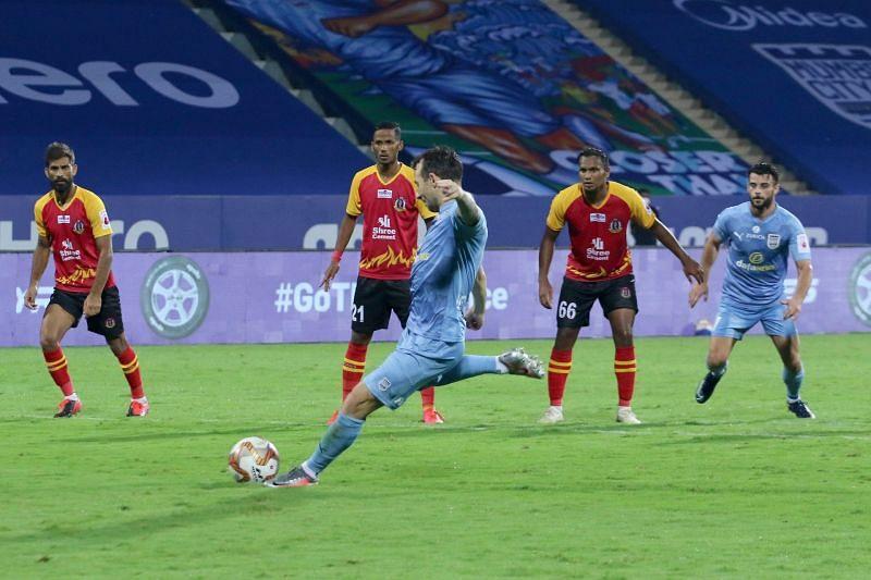 Adam Le Fondre taking the penalty (Image Courtesy: ISL Media)