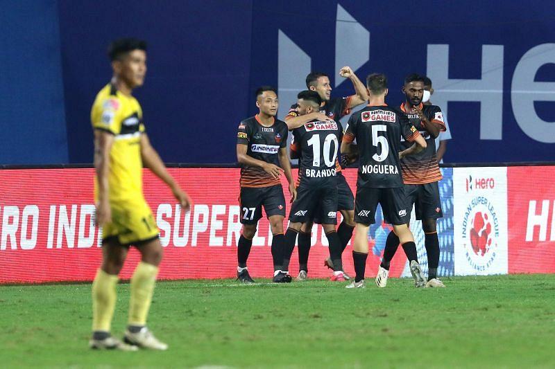 FC Goa players celebrate the winning goal scored by Igor Angulo (Image courtesy: ISL)