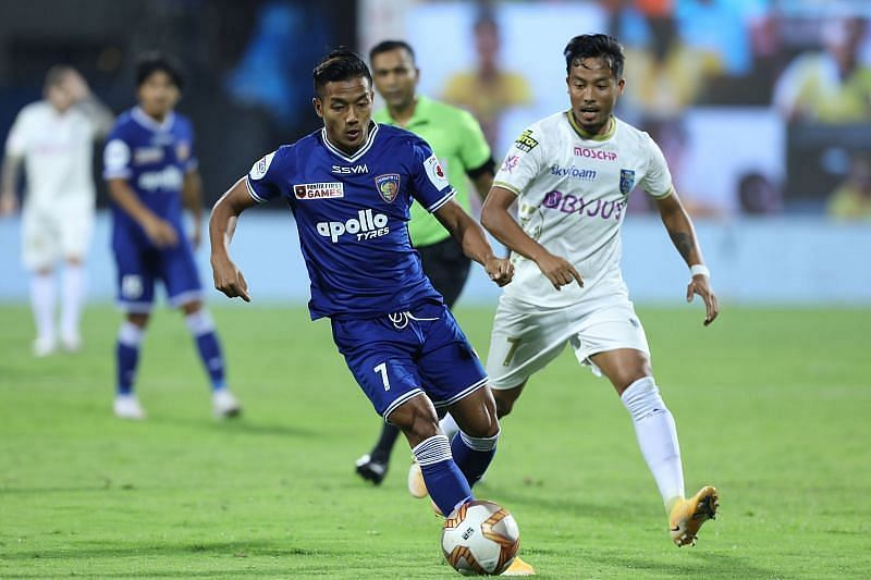 Lallianzuala Chhangte (in blue) in action (Courtesy - ISL)