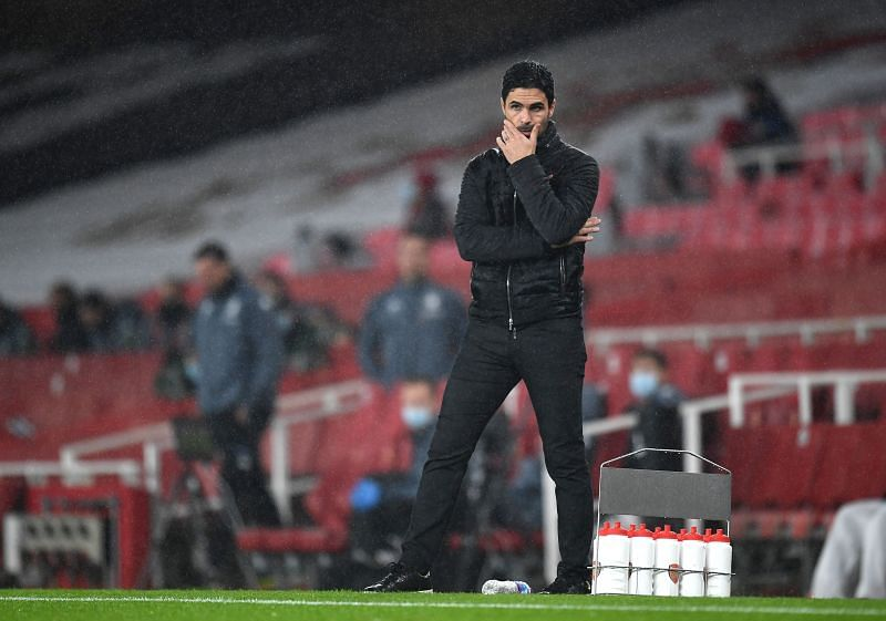 Arsenal manager Mikel Arteta looks on