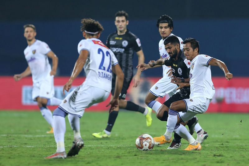 Chennaiyin FC and ATK Mohun Bagan players in action in their ISL match (Image Courtesy: ISL Media)