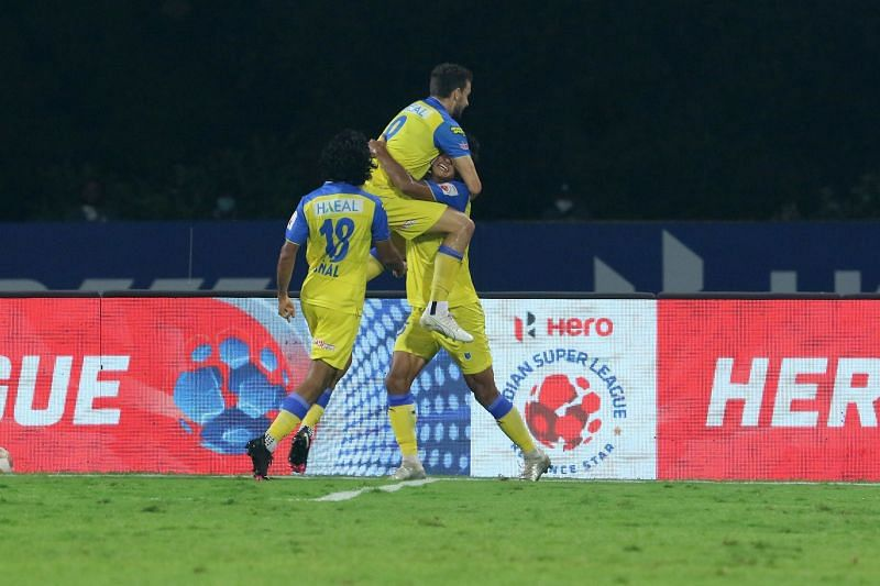 Kerala Blasters players celebrate after equalizing in the second half (Image Courtesy: ISL Media)