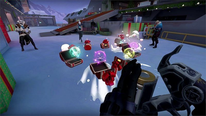 Gift power ups in Snowball Fight (Image via Riot Games)