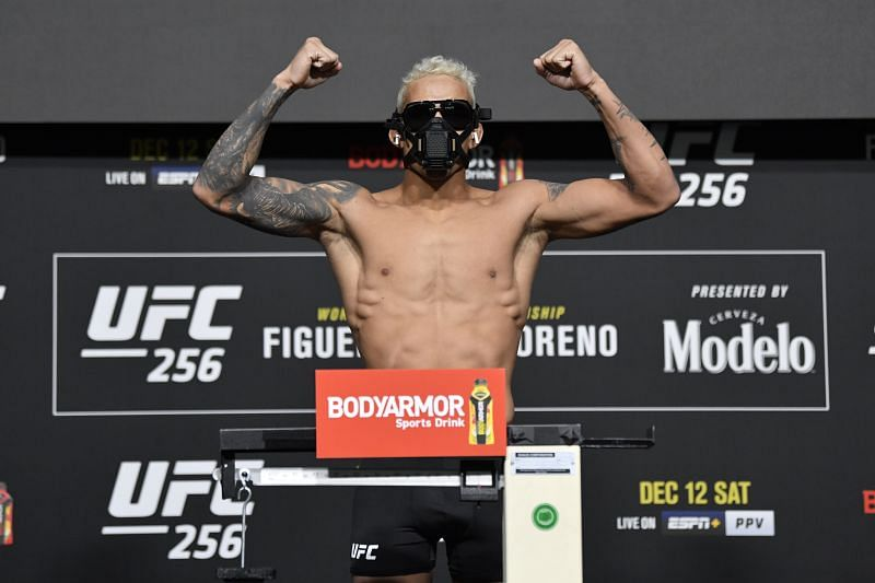 Daniel Cormier sees Charles Oliveira as a UFC lightweight title contender