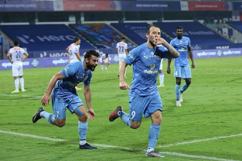 Hugo Boumous and Adam le Fondre need to combine more to eke out results for Mumbai City FC. (Image: ISL)