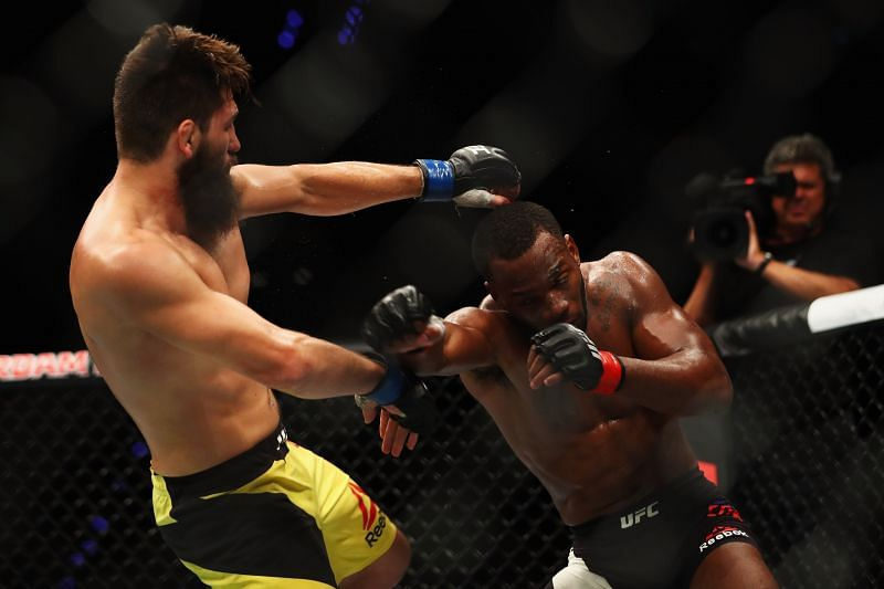 Leon Edwards throwing a punch at Gunnar Nelson
