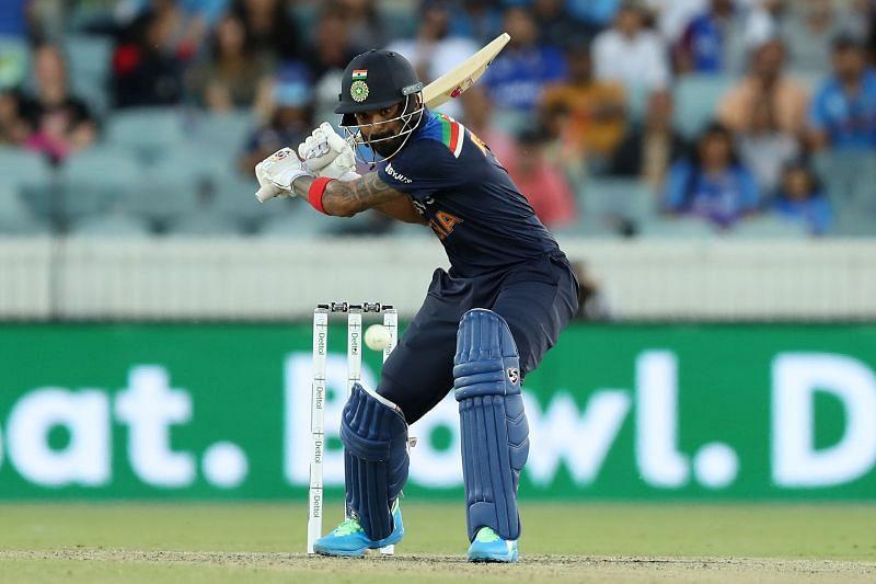 IND v AUS 2020: 'KL Rahul has done great service to the Indian team batting  at No. 5' - Sanjay Bangar