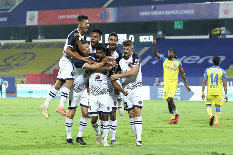 SC East Bengal players celebrate after taking the lead (Image Courtesy: ISL Media)