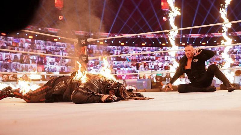 TLC 2020 में हुए इन्फर्नो मैच में रैंडी ऑर्टन ने द फीन्ड को आग लगा दी थी।