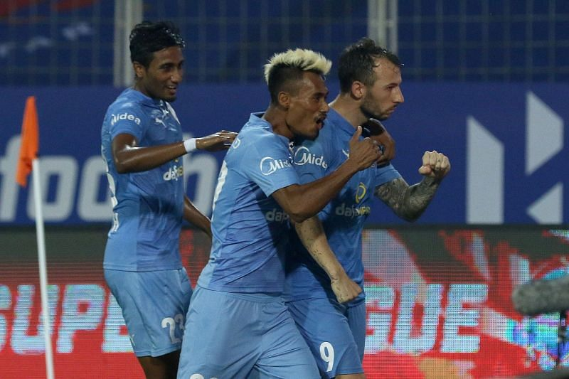 A victorious Mumbai City FC team (Image courtesy: ISL)