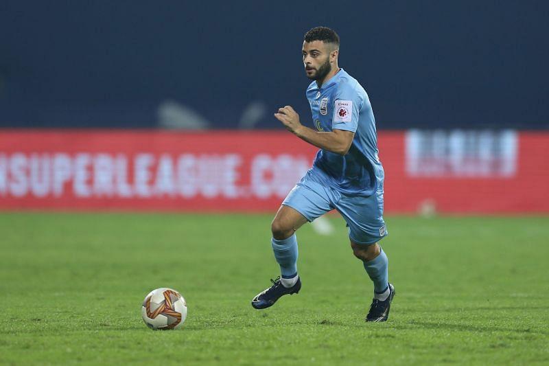 Hugo Boumous in action for Mumbai City FC against Kerala Blasters (Image Courtesy: ISL Media)