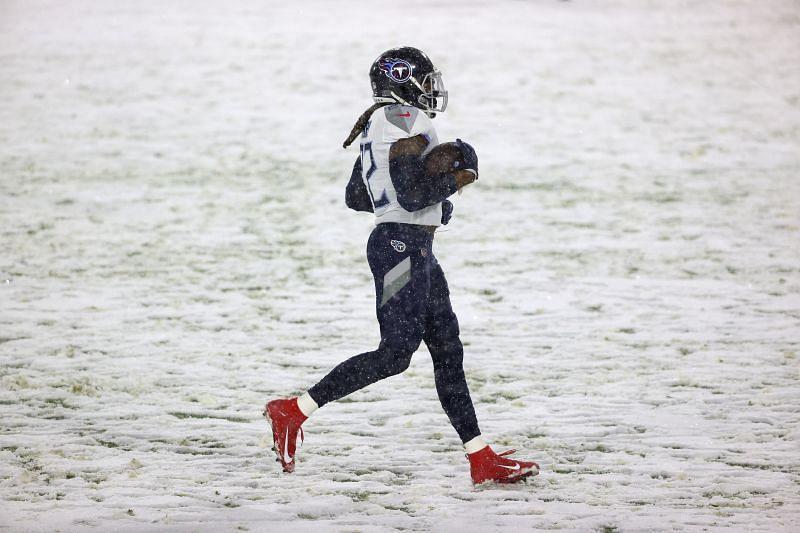 Derrick Henry jogging across a snowy Lambeau field