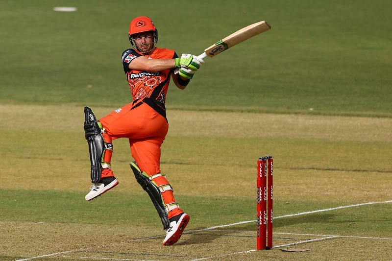 Josh Inglis in action for the Perth Scorchers.