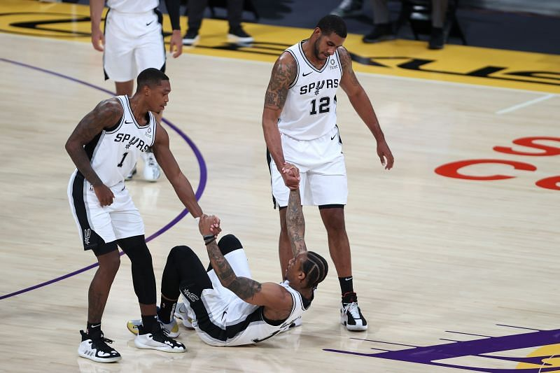 The San Antonio Spurs shocked the Los Angeles Lakers 118-109 on Thursday night